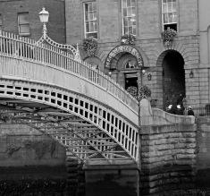 Halfpenny Bridge, Dublin (Photo: Kirsti MacDonald Jareg)